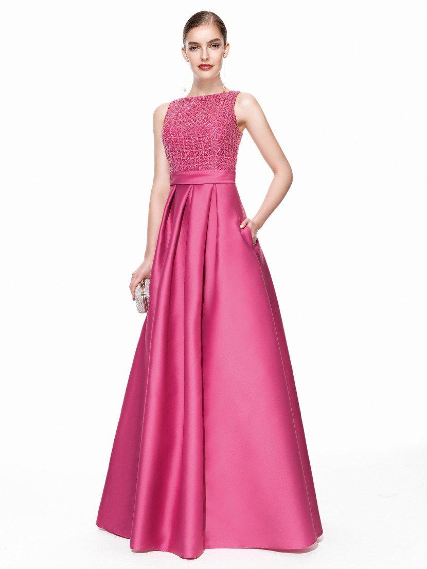 Вечернее платье темно-розового оттенка.