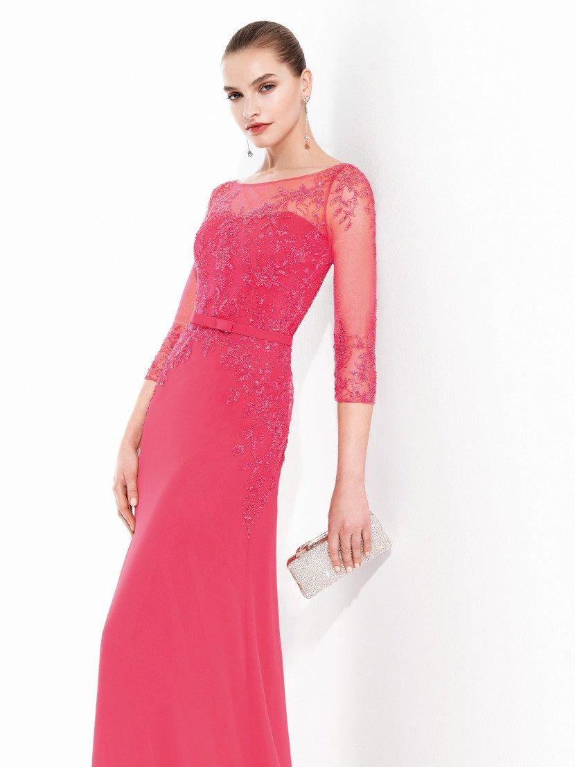 Красное вечернее платье с рукавом в сеточку.