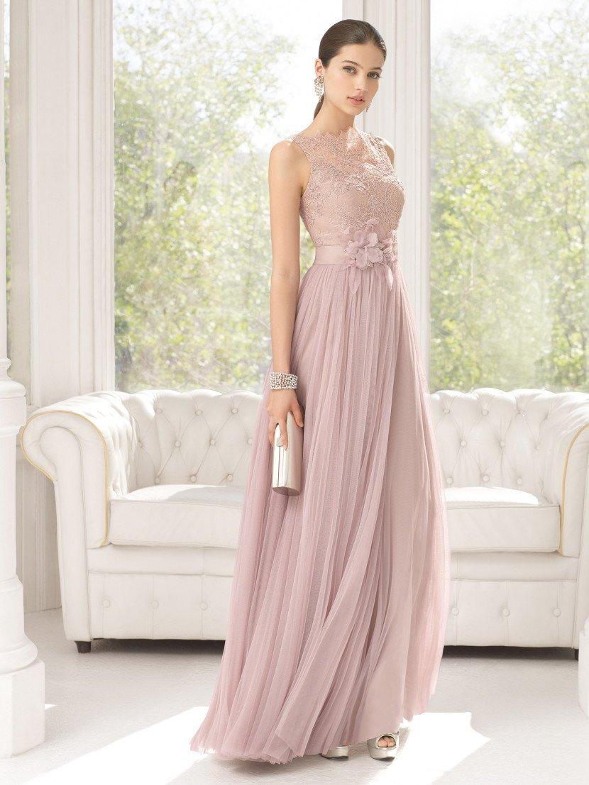 Нежное вечернее платье приглушенного розового цвета.