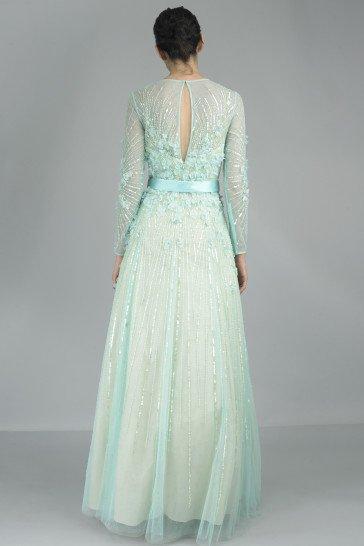 Длинное вечернее платье с рукавами мятного оттенка.