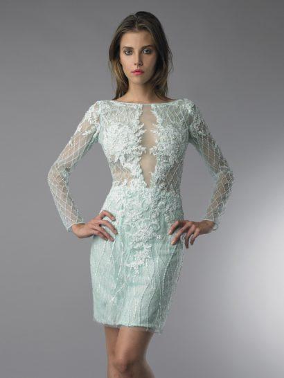 Короткое вечернее платье длиной до середины бедра выполнено в светлом зеленом цвете.  Лишь на юбке прямого кроя используется плотная подкладка, все остальные детали соблазнительного образа выполнены из полупрозрачной ткани.  Лиф скрывает плотный слой кружевных аппликаций, похожий декор обрисовывает и линию талии.  Длинные прямые рукава украшены геометрическим узором вышивки, а на плечах тоже использовано фактурное кружево.  Наденьте это платье на встречуНовогоГода!
