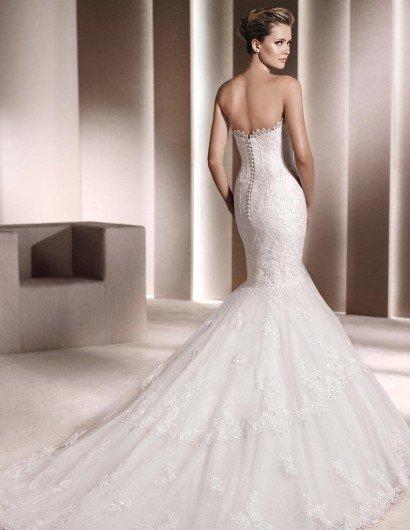 Свадебное недорогое платье русалка с шлейфом.