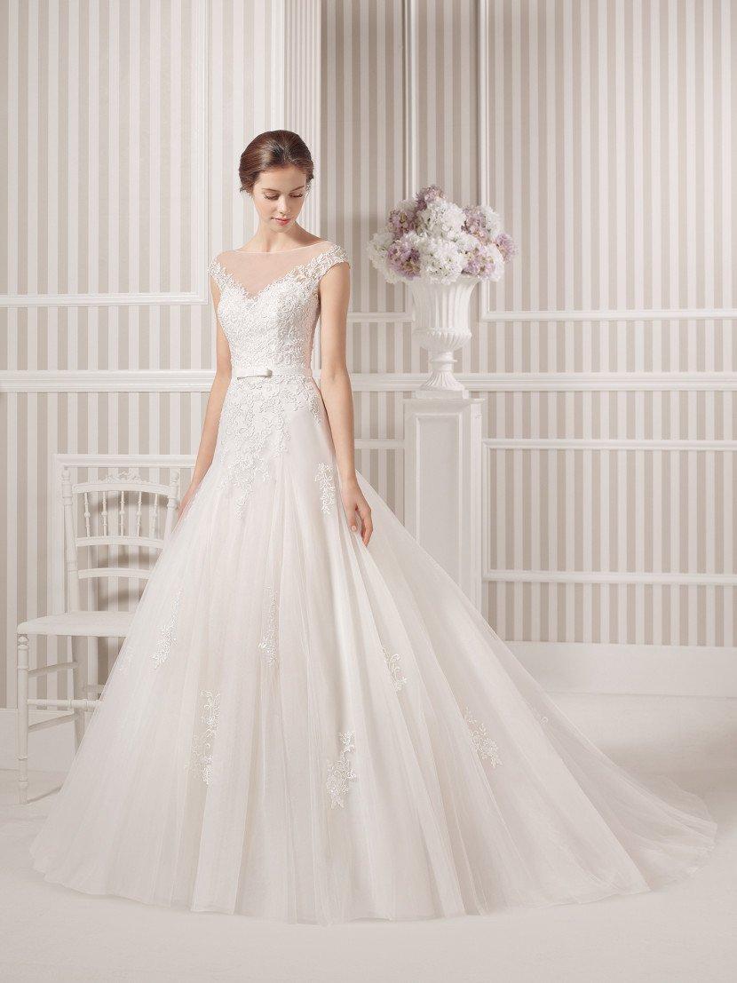 Пышное свадебное платье с заниженной линией талии