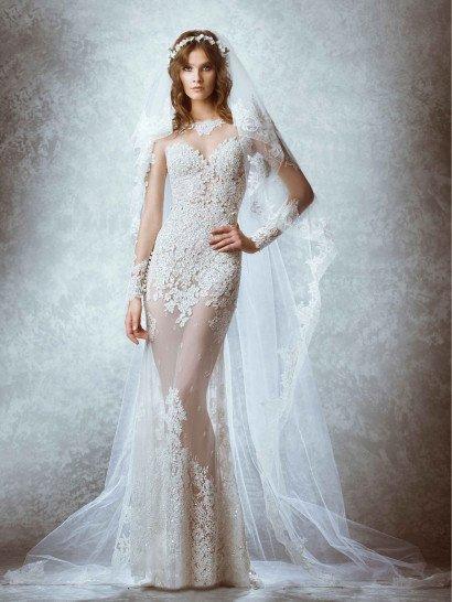 Шикарное кружевное свадебное платье со шлейфом.
