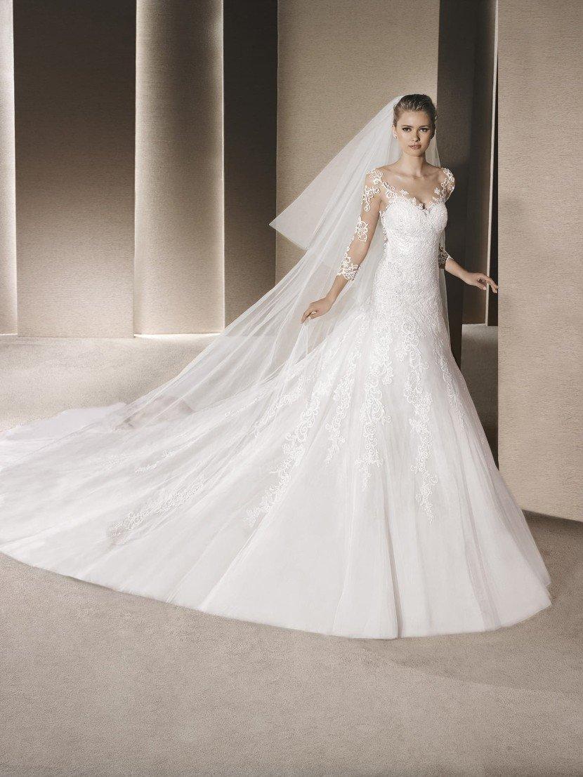Свадебное платье с прозрачными рукавами.