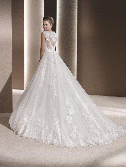 Свадебное платье классического А-силуэта.