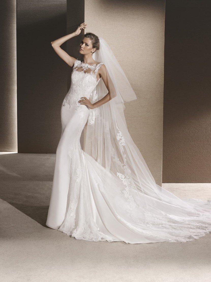 Свадебное платье силуэта «русалка» подчеркнутое нежным кружевом.