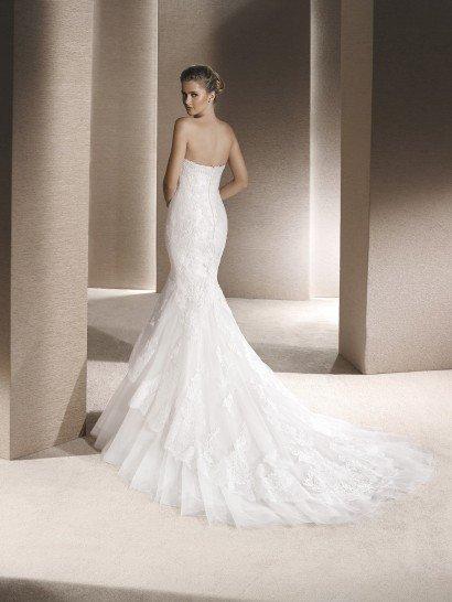 Свадебное платье русалка с длинным шлейфом.