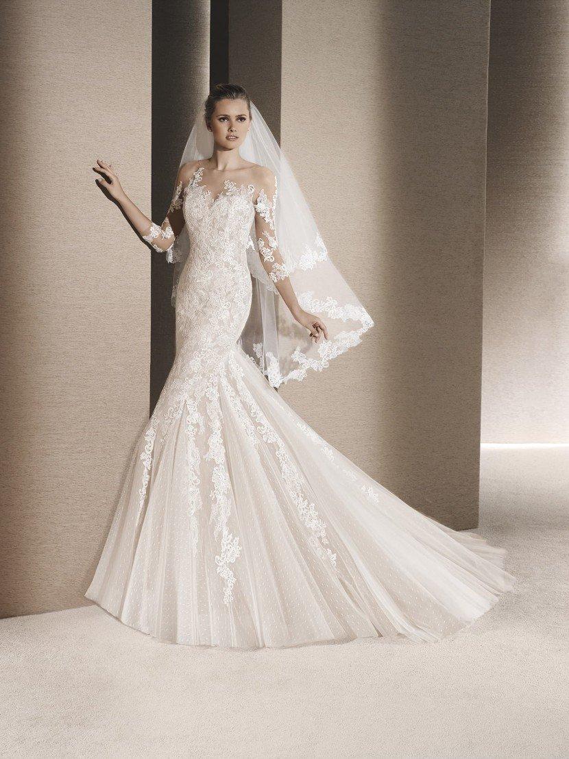 Свадебное платье с фактурной кружевной тканью.
