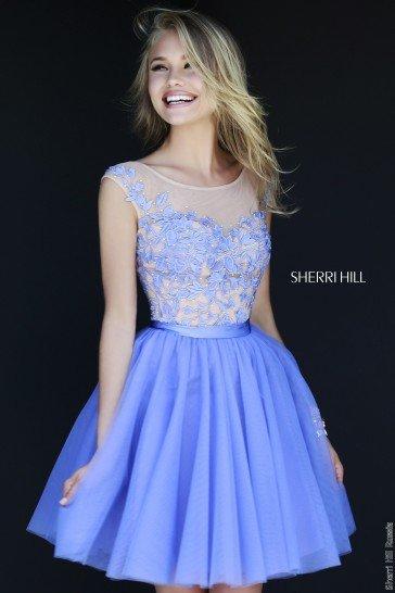 Короткое фиолетовое выпускное платье.