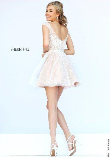 Белое короткое платье на выпускной.