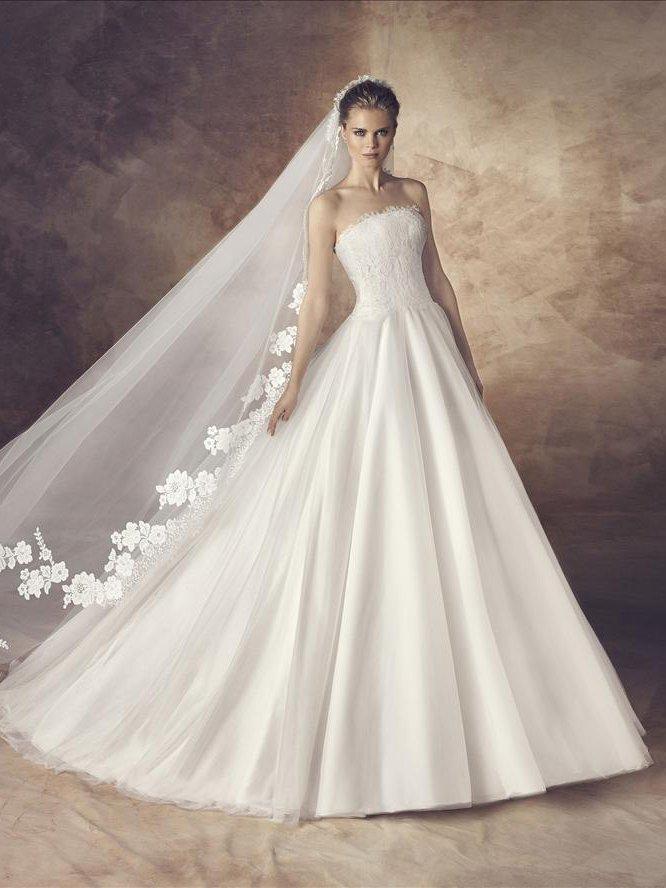 Свадебное платье А-силуэта.