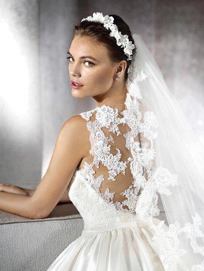 Пышное свадебное платье с карманами.