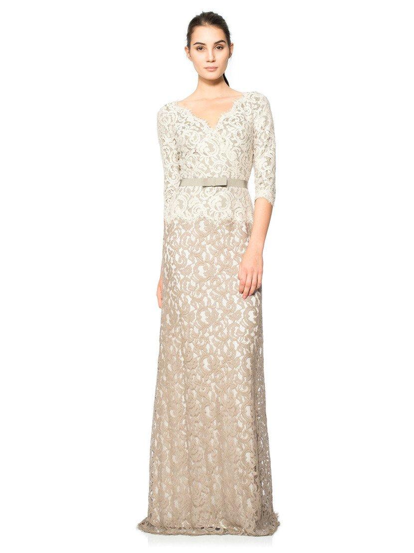 Вечернее платье в пол с длинным рукавом.