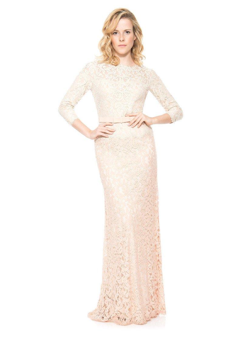 Вечернее кружевное платье с рукавами.