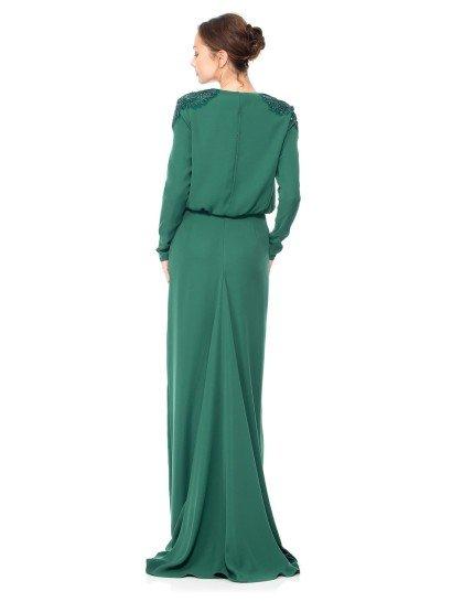 Прямое вечернее платье с длинным рукавам.