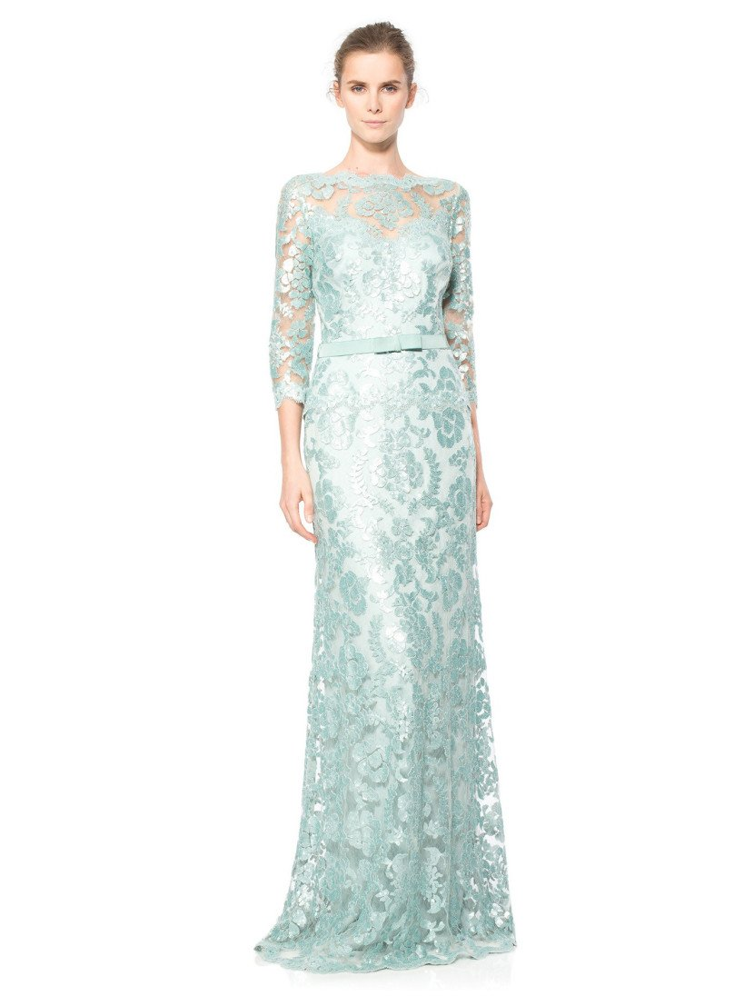 Длинное вечернее платье металлического оттенка с рукавами.