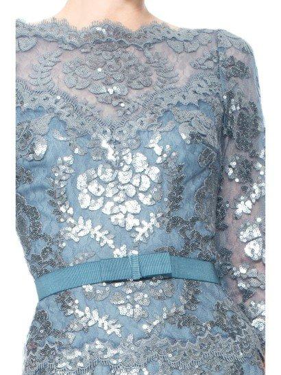 Вечернее платье металлического цвета.