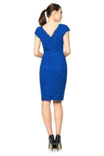 Короткое синее простое вечернее платье.