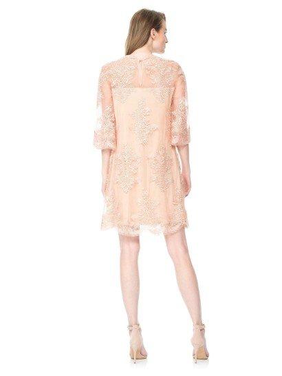 Короткое вечернее платье с свободными рукавами 3/4.