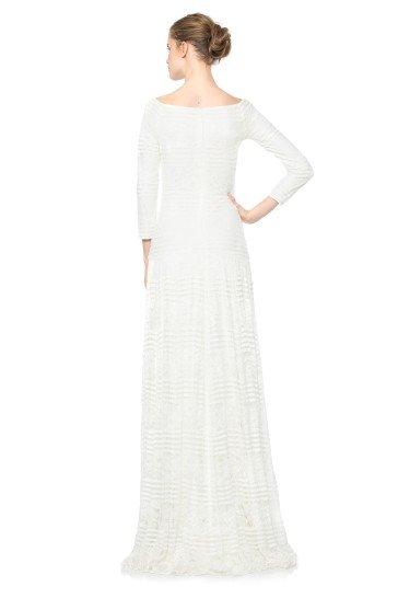 Белое простое вечернее платье с рукавами на свадьбу.