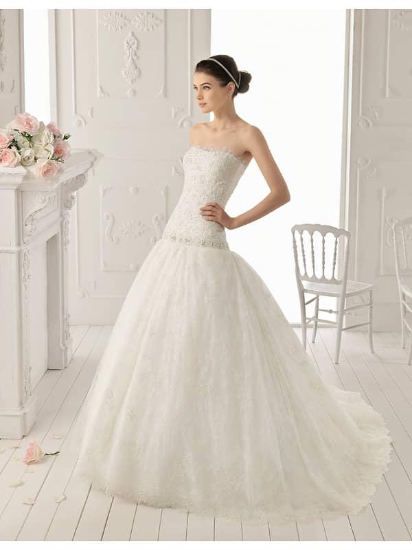 Свадебное платье из шантильского кружева.