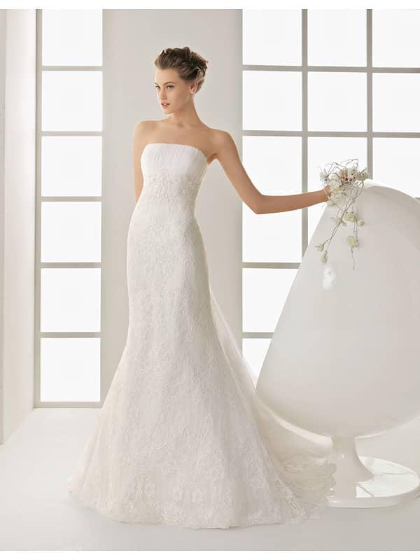 Облегающее, лаконичное недорогое свадебное платье.