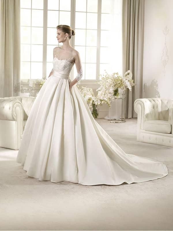Красивое свадебное платье со шлейфом и рукавом в три четверти. ➌ Примерка и подгонка платьев  ✆ +7 495 627 62 42 ★ Салон Виктория Ⓜ Арбатская Ⓜ Смоленская