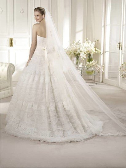 Очень красивое белое свадебное платье А-силуэта со шлейфом. ➌ Примерка и подгонка платьев  ✆ +7 495 627 62 42 ★ Салон Виктория Ⓜ Арбатская Ⓜ Смоленская
