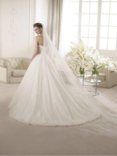 Красивое открытое пышное свадебное платье силуэта «принцесса». ➌ Примерка и подгонка платьев  ✆ +7 495 627 62 42 ★ Салон Виктория Ⓜ Арбатская Ⓜ Смоленская