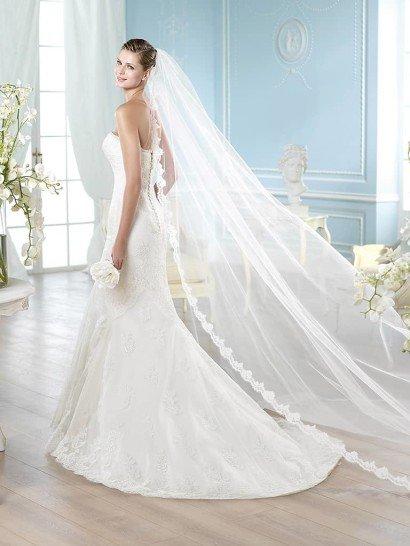 Открытое кружевное узкое свадебное платье русалка.