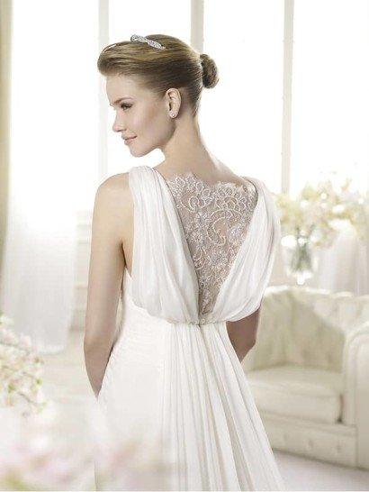 Красивое белое свадебное платье в греческом стиле