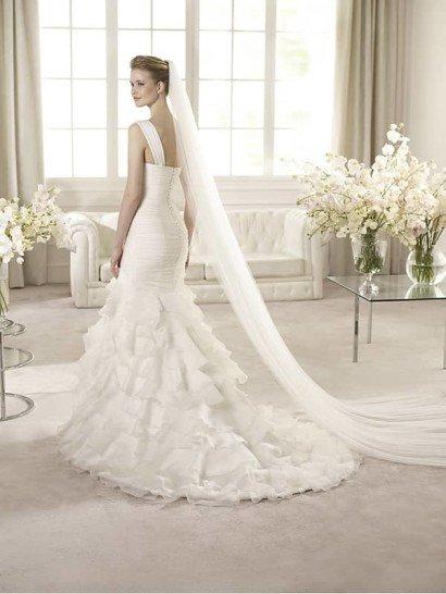 свадебное платье со шлейфом силуэта «русалка»