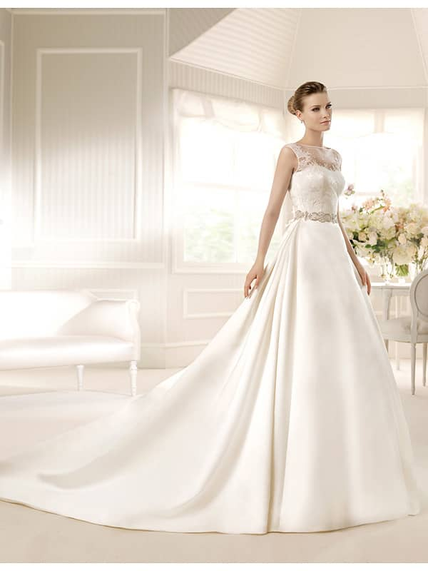 Свадебное платье  2015 со шлейфом.