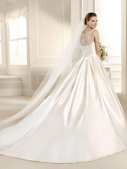 Эффектное атласное свадебное платье А-силуэта со шлейфом. ➌ Примерка и подгонка платьев  ✆ +7 495 627 62 42 ★ Салон Виктория Ⓜ Арбатская Ⓜ Смоленская