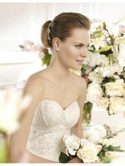 Узкое кружевное свадебное платье с роскошным шлейфом. ➌ Примерка и подгонка платьев  ✆ +7 495 627 62 42 ★ Салон Виктория Ⓜ Арбатская Ⓜ Смоленская