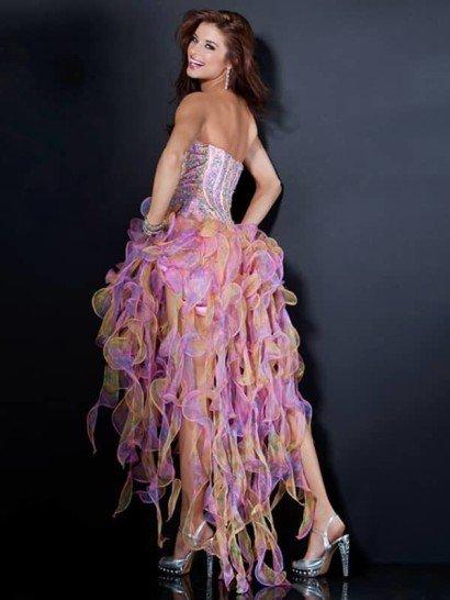 Очаровательное открытое вечернее платье из яркой прозрачной органзы.