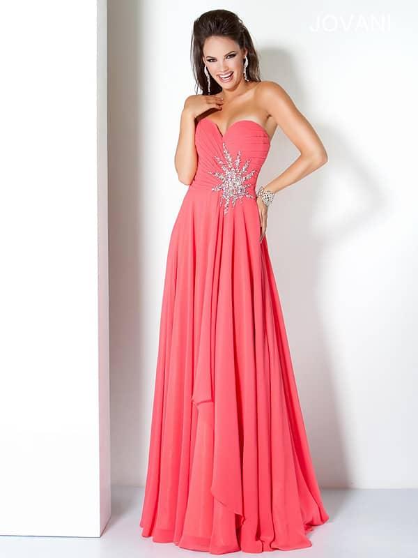 Красивое открытое длинное вечернее платье А-силуэта из шифона.
