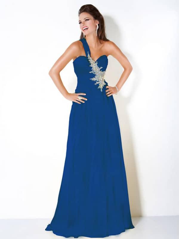 Эффектное длинное вечернее платье неширокого А-силуэта.