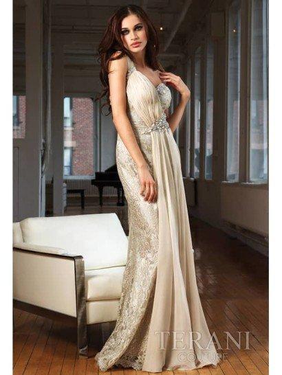 кружевное платье с линией декольте в форме «сердечка».