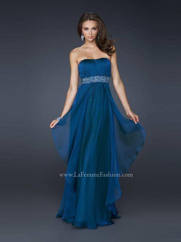 Открытое длинное вечернее платье в греческом стиле для выпускного вечера.