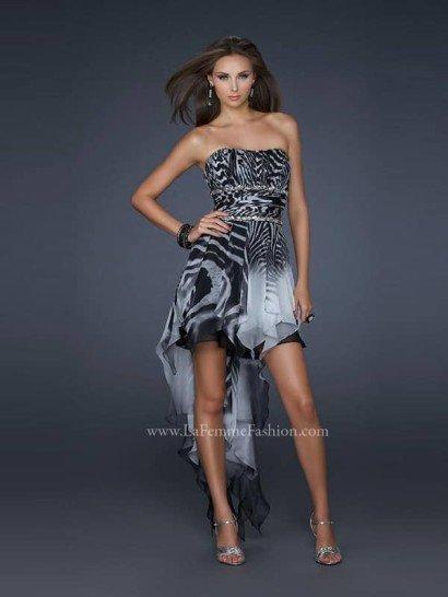 Открытое коктейльное платье на выпускной из шифона с эффектным принтом «зебра».