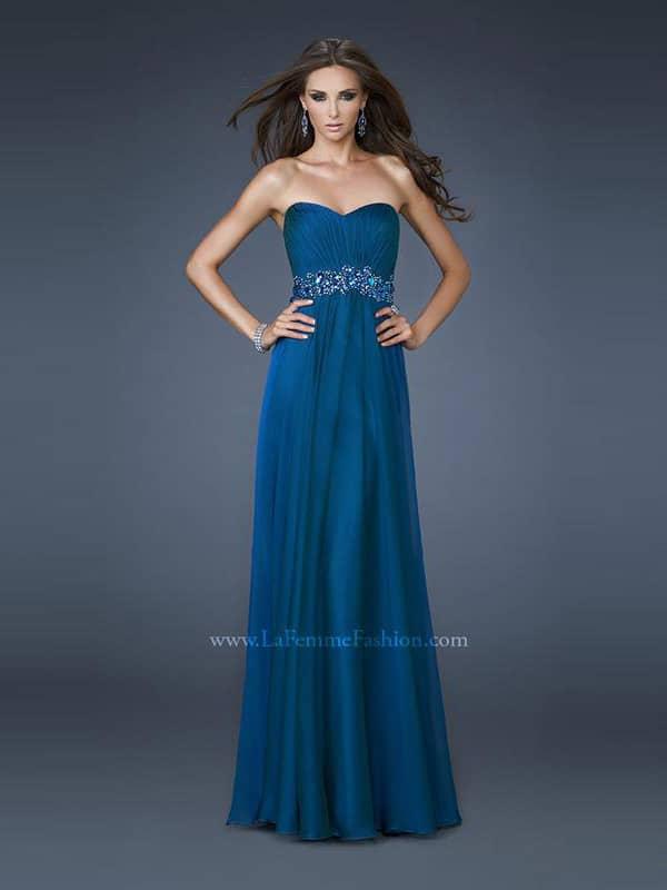 Красивое открытое вечернее платье в стиле «ампир».