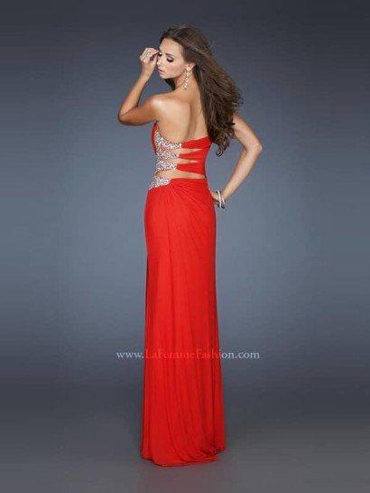 Экстравагантное открытое красное длинное вечернее платье с разрезом.