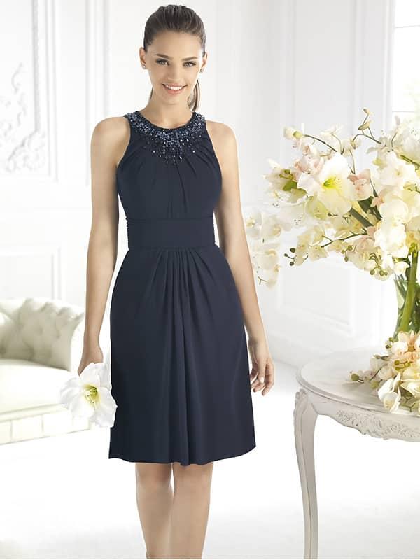 Короткое прямое вечернее платье.
