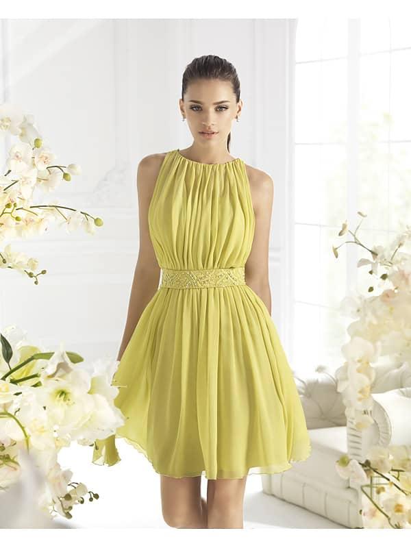 Короткое вечернее платье с американской проймой.