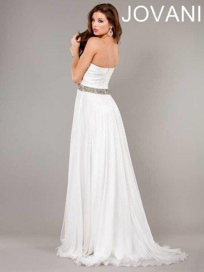 Длинное вечернее платье из белого шифона с бретелью через одно плечо.