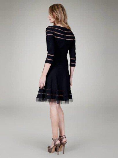 Коктейльное платье из чёрного джерси с прозрачными прорезями и рукавом в 3/4.