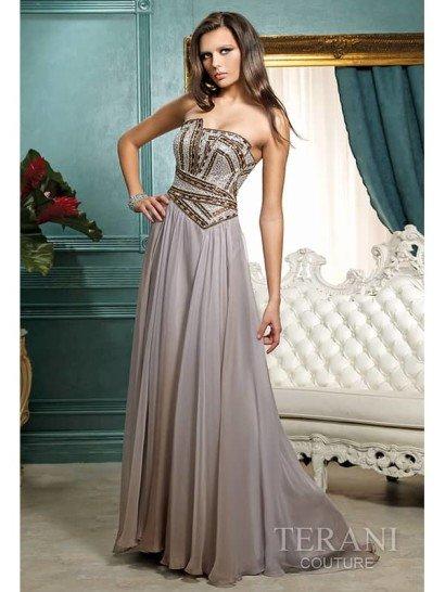 Открытое длинное вечернее платье А-силуэта.