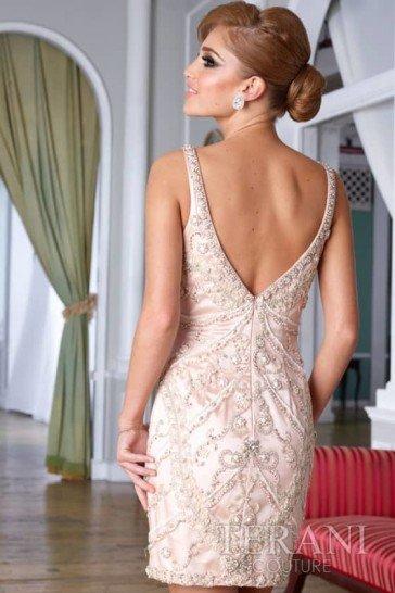 Изящное узкое коктейльное платье с изысканным перламутровым сиянием.